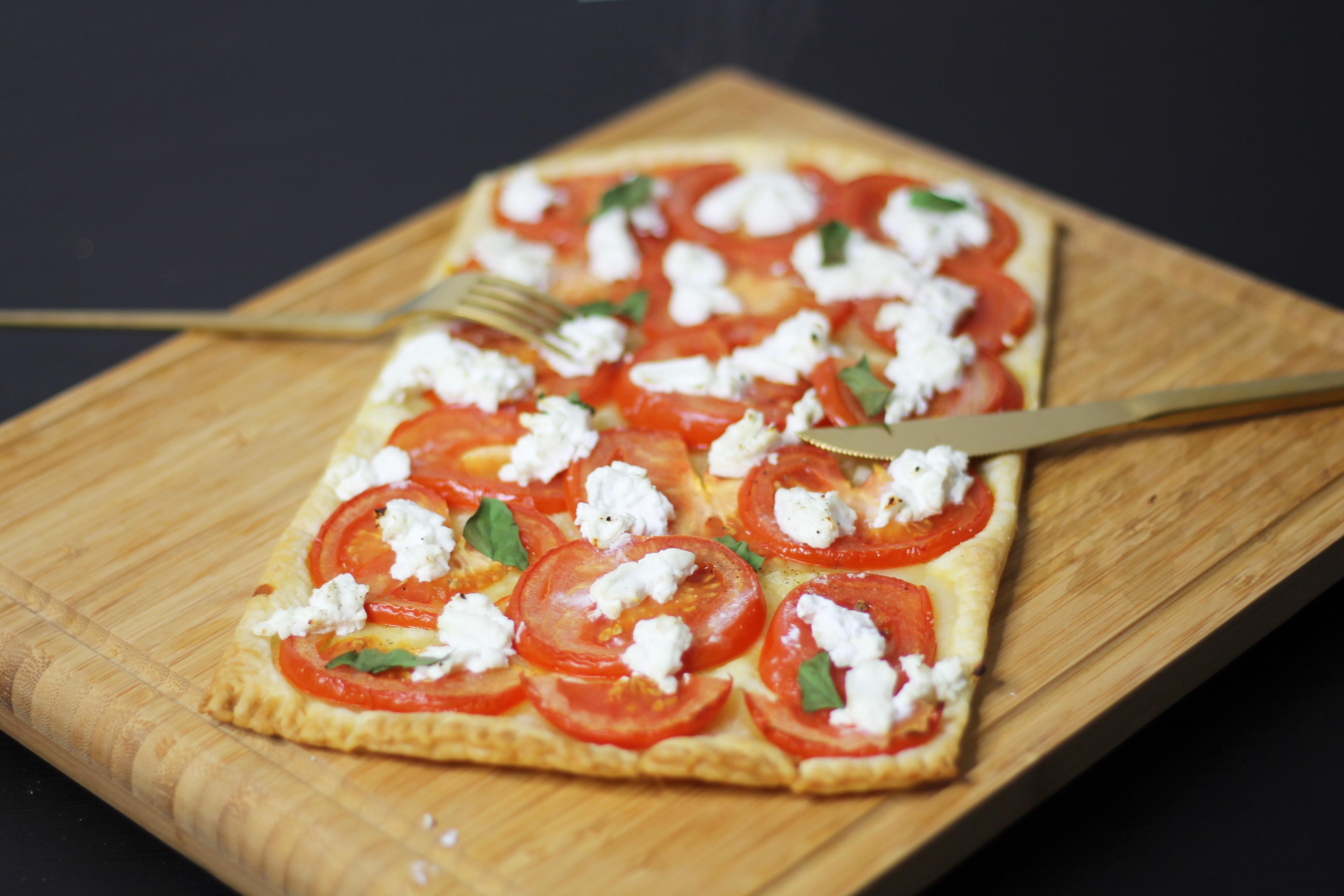 Tarte fine tomate et chèvre by Fanny Albx 3