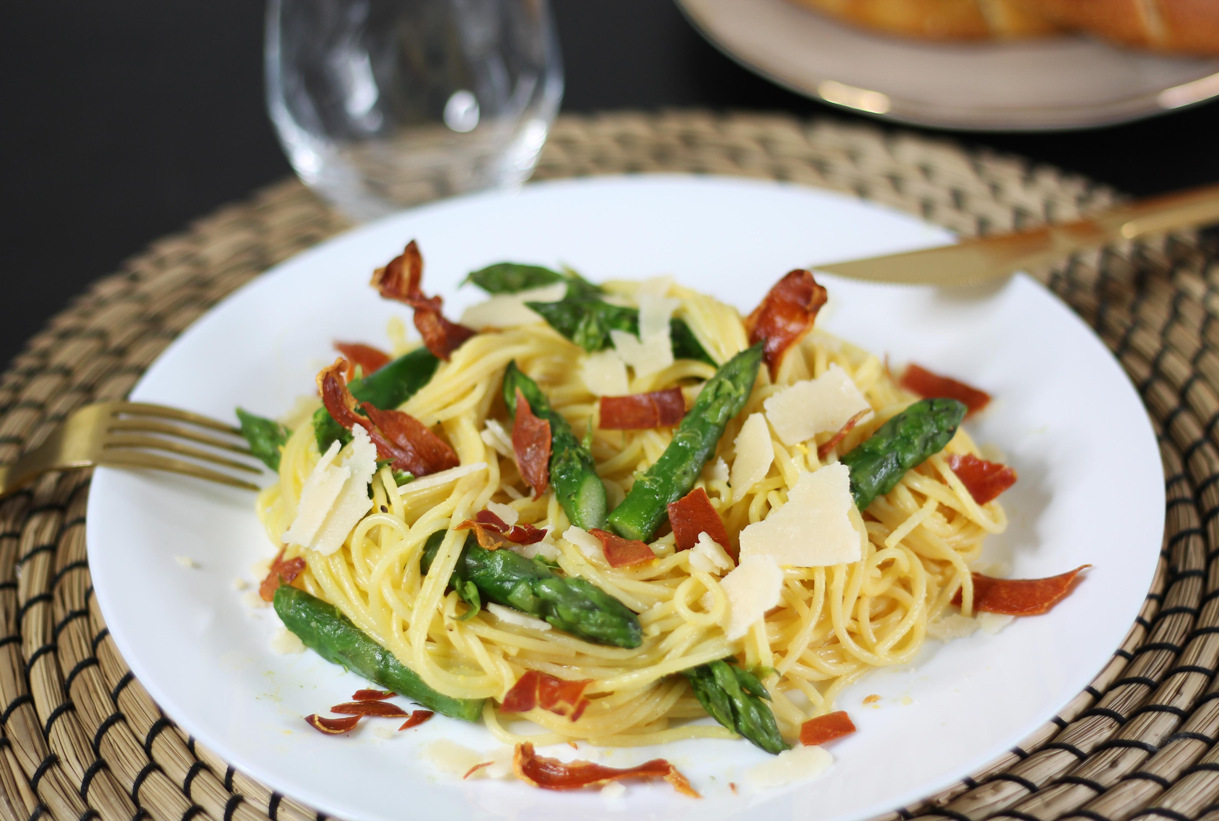 Spaghetti asperges vertes, parmesan et jambon cru by Fanny Albx